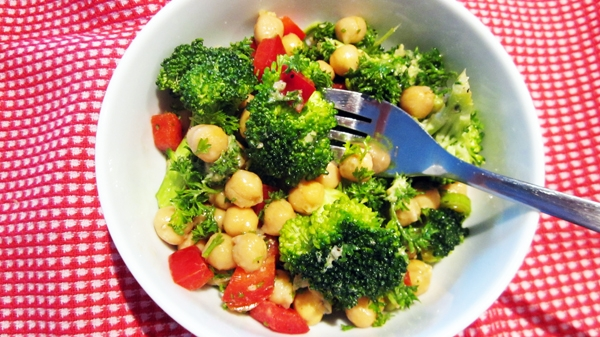 Broccoli, Red Pepper & Chickpea Salad (vegan, gluten-free)