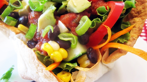 Homemade vegan taco salad bowls - Super easy and tasty!